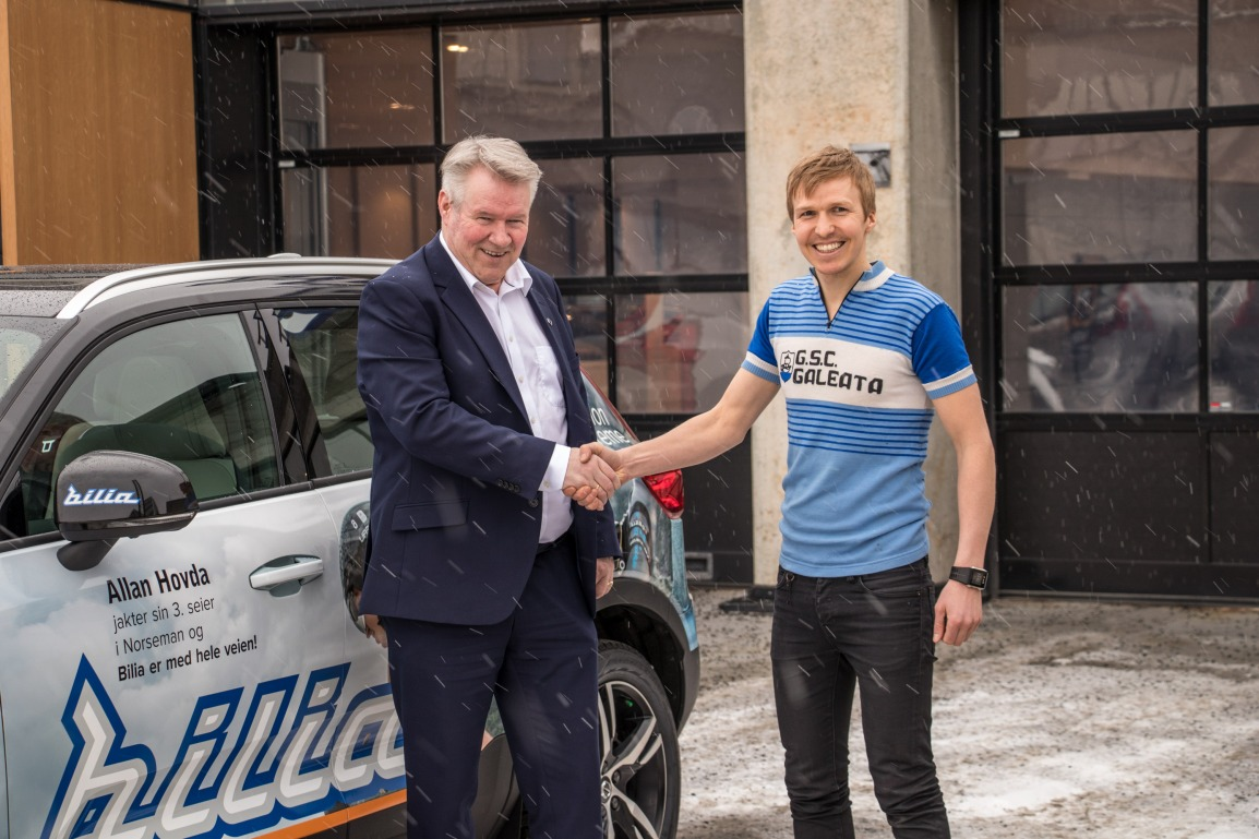 Allan-Hovda-og-Dagfinn-Asak_overrekkelse-Volvo-XC40_IMG_0714